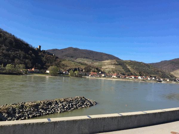 baluer Himmel am Donauradweg in der Wachau bei Oberarnsdorf