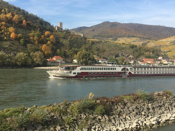 MS Serenity in front of the castle Hinterhaus on the Danube in the Wachau valley