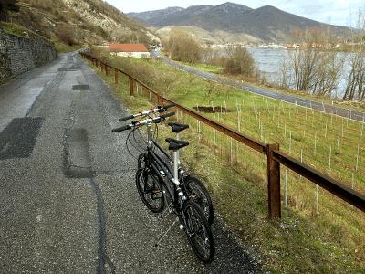 Mit 2 Falträdern unterwegs in der Wachau