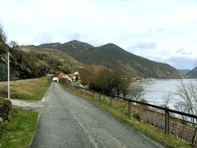 Mit dem Faltrad vor Spitz in der Wachau