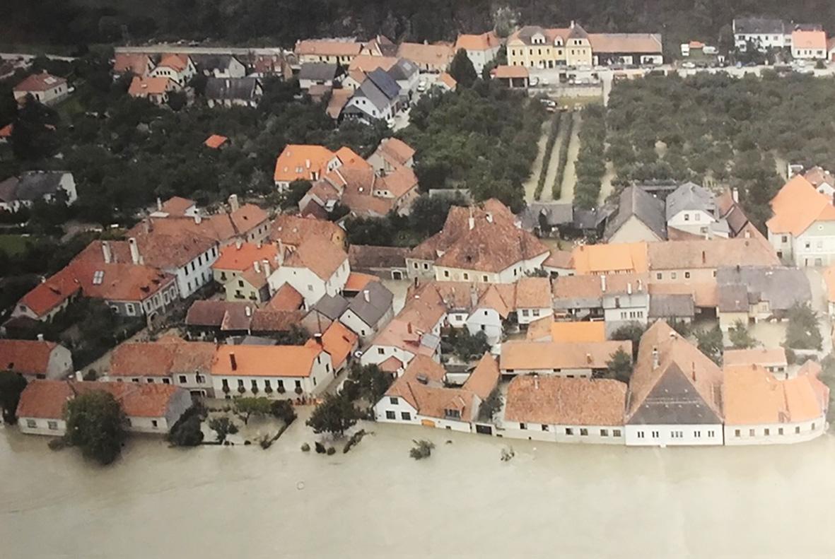 Hochwasser am Donauradweg in der Wachau
