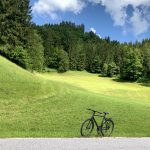 Am Rande des Ybbstal Radweges abgestelltes Fahrrad
