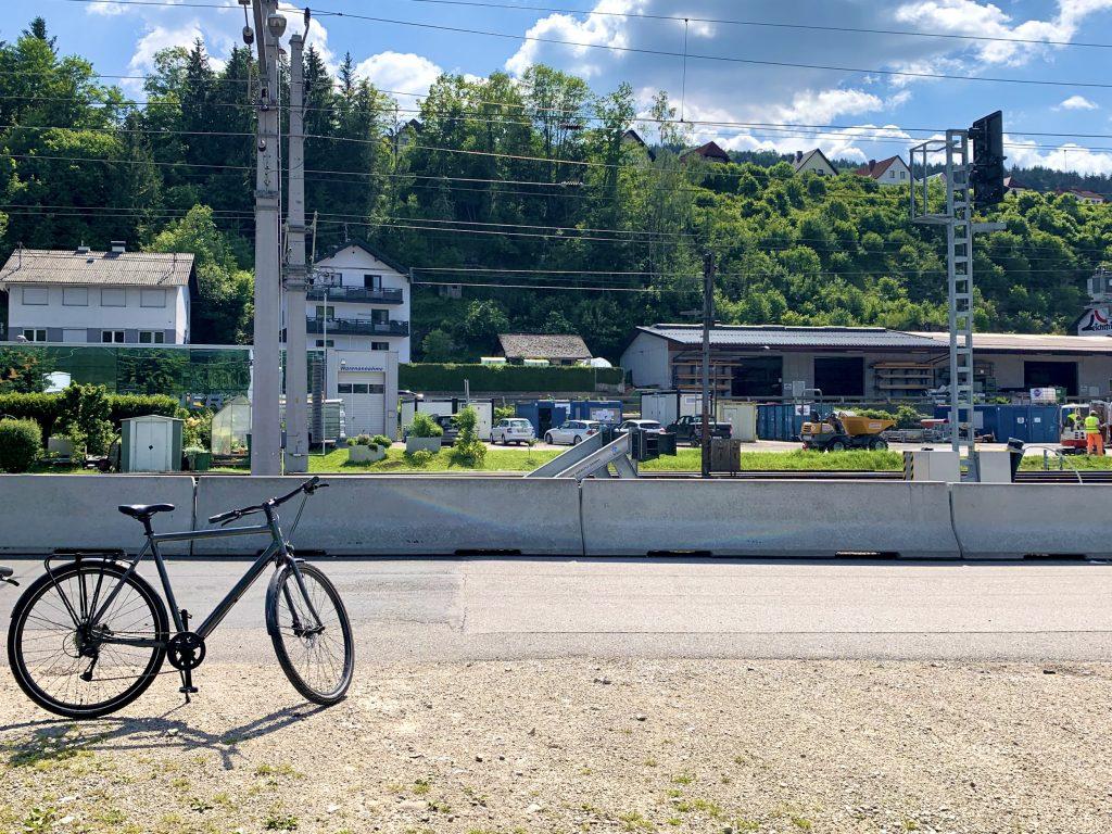 Parkplatz für Ybbstalradweg Nutzer am Bahnhof in Waidhofen an der Ybbs