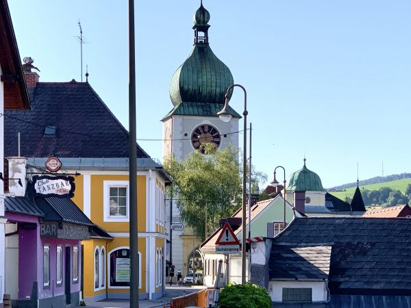Das Ybbstor mit barockem Zwiebelhelm