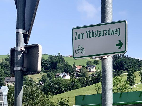 Hinweisschild Zum Ybbstalradweg